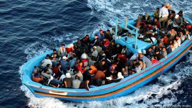 مهاجرون سريون افارقة يلقون برضيعتين في عرض البحر 2