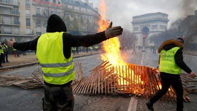 الحكومة الفرنسية ترضخ لمطالب المحتجين وتعلّق زيادة الضريبة على الوقود 2