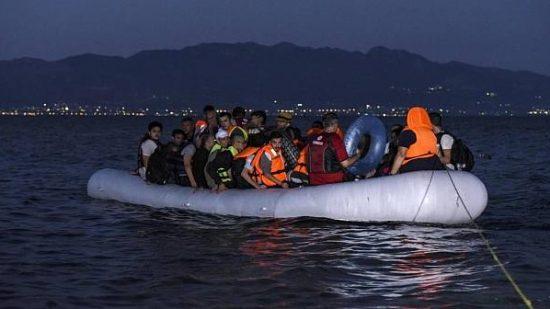 البحرية الملكية تنقذ 19 مهاجرا سريا وتنقلهم إلى ميناء طنجة 1