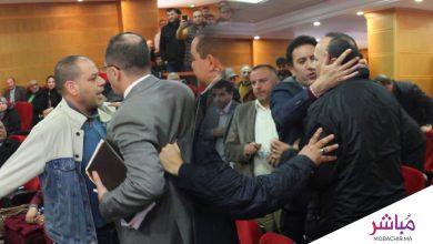 فوضى وكلمات نابية بعد عمد رئيس مجلس الجماعة لطرد رئيس مقاطعة سابق 3