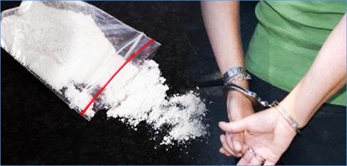 أمن طنجة يوقف شخص كان على متن سيارة بداخلها ما يقرب نصف كيلو من الكوكايين 1