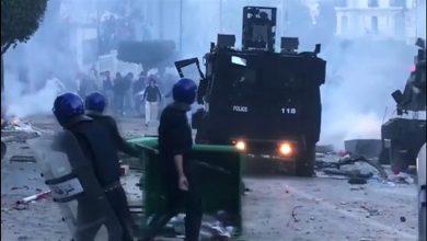الجزائر..اعتقال 180 شخصا وإصابة العشرات من رجال الأمن في أول المواجهات بعد تنحي بوتفليقة 3