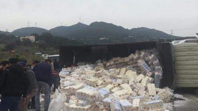 إنقلاب شاحنة محملة بالسكر ضواحي تطوان(صور) 4