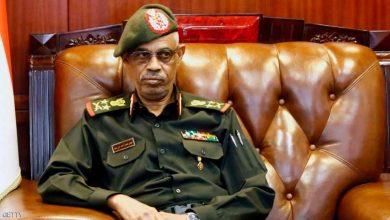 بعد ضغط الشارع بن عوف يتنحى عن المجلس العسكري الإنتقالي بالسودان 5