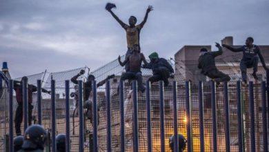 عشرات المهاجرين يقتحمون مدينة مليلية المحتلة 6