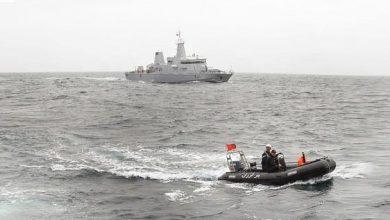 البحرية الملكية تنقذ قاربا على متنه 63 مهاجراً سريا 2