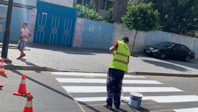 استعدادا للدخول المدرسي..جماعة طنجة تعيد تشوير ممرات الراجلين أمام المدارس 5
