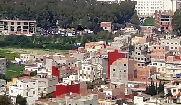 طنجة.. جماعة گزناية تتحول إلى عاصمة البناء العشوائي بالمغرب 1