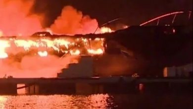 حريق يأتي على 3 يخوت بمستودع بمارينا سمير 5