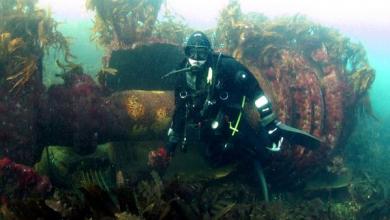 غواصون بالحسيمة يعثرون على آثار عبارة عن سفينة وقذائف مدفعية وأشياء أخرى 4