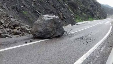 إنهيار صخري يوقف حركة السير بين تطوان والحسيمة 5