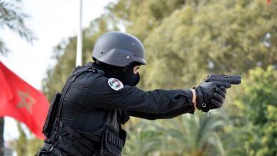 رصاصة في الأطراف تنهي عربدة مجرم خطير رشق الشرطة بقنينات الغاز 3
