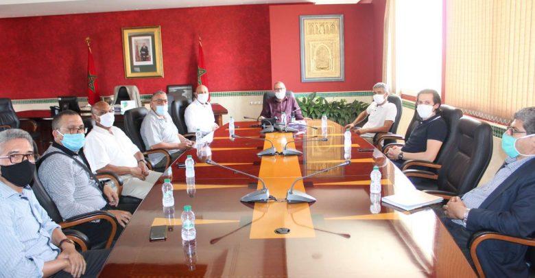 عمدة طنجة يجتمع بالمكتب الجهوي لنقابات طنجة لبحث سبل التعاون 1