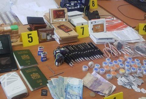 ترويج معدات إلكترونية تستعمل للغش في الامتحانات يجر 14 شخصا إلى الإعتقال 1