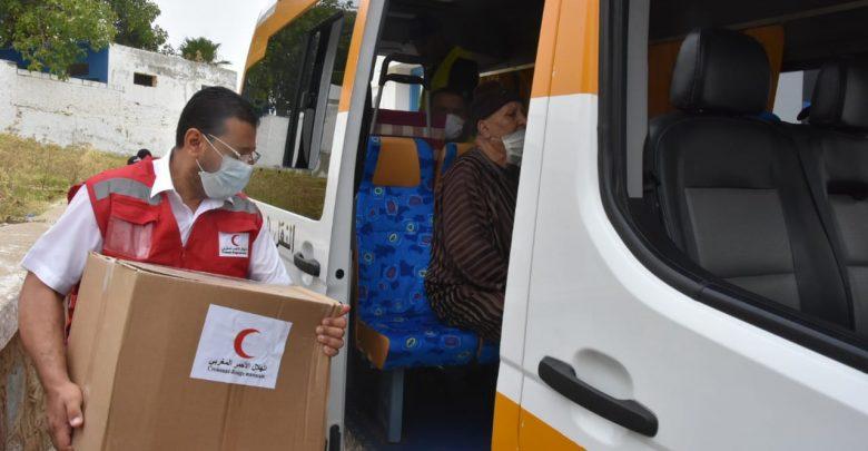 الهلال الأحمر المغربي يوزع مساعدات غذائية على مرضى القصور الكلوي بالمضيق 1