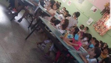 """صور تكدّس تلاميذ داخل حجرة دراسية تشعل """"فيسبوك"""" وأمزازي يبحث عن ملتقطها 6"""