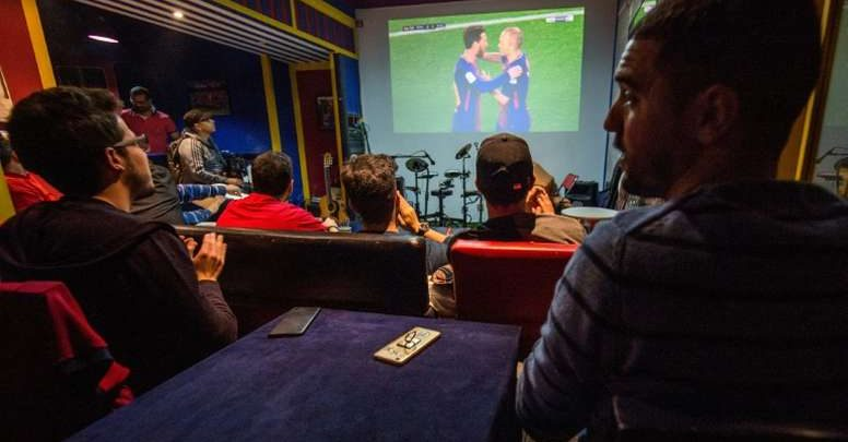 سلطات طنجة تسمح للمقاهي باستئناف بث مباريات كرة القدم 1
