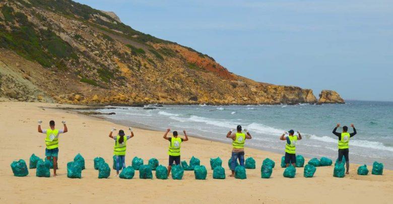 أزيد من طنين من النفايات مخلفات الموسم الصيفي بشواطئ القصر الصغير 1