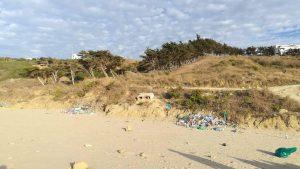 أزيد من طنين من النفايات مخلفات الموسم الصيفي بشواطئ القصر الصغير 2