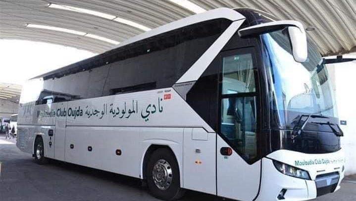 حافلة مولودية وجدة تتعرض لحادثة سير بطنجة 1