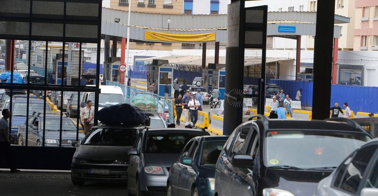 """تحذيرات حقوقية من استمرار إغلاق معبر """"مليلية"""" المحتلة 1"""