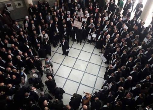 محامون يحتجون بطنجة بعد تعنيف وإهانة زميل لهم 1