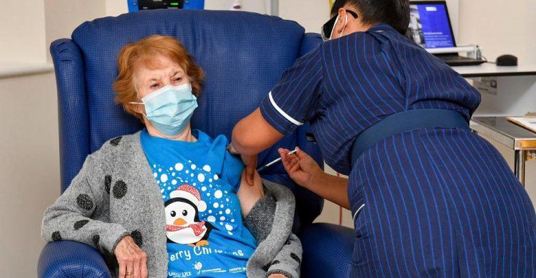 تسعينية أول من تلقت اللقاح..بريطانيا تبدأ حملة تلقيح جماعي ضد كورونا 1