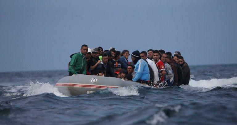 البحرية الملكية تنقذ قارب على متنه 21 مهاجرا سريا بينهم جثتان لامرأة ورضيع 1