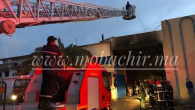 """حريق مهول في مصنع للنسيج بالمنطقة الصناعية """"مغوغة"""" بطنجة 3"""