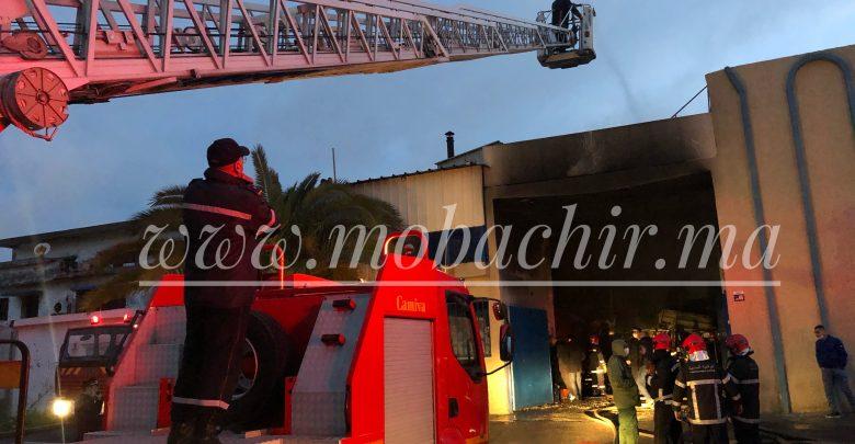"""حريق مهول في مصنع للنسيج بالمنطقة الصناعية """"مغوغة"""" بطنجة 1"""