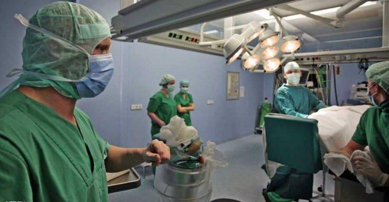 خطير..شجار وتراشق بالقارورات داخل قاعة العمليات بمستشفى محمد الخامس 1