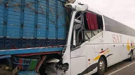 مصرع سائق حافلة وإصابة 35 شخصا في حادثة سير خطيرة 1