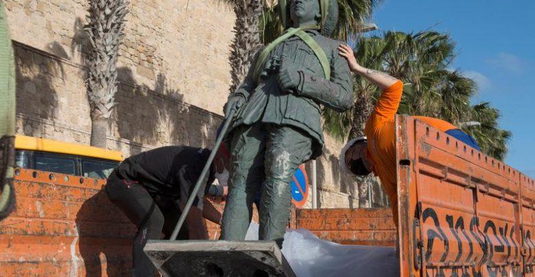 سلطات مليلية المحتلة تزيل آخر تمثال للدكتاتور فرانكو 1