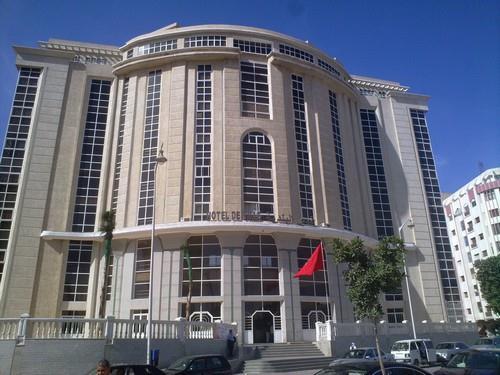 المكتب النقابي لعمال جماعة طنجة يخوض وقفة احتجاجية 1