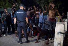 150 مهاجرا إفريقيا يقتحمون سياج مليلية المحتلة 14