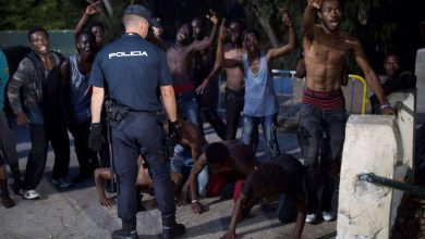 150 مهاجرا إفريقيا يقتحمون سياج مليلية المحتلة 3