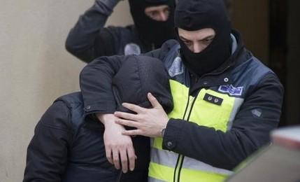 """الأمن الإسباني يعتقل ناشط من """"البوليساريو"""" بتهمة التحريض على ارتكاب أعمال إرهابية ضد مصالح المغرب 1"""