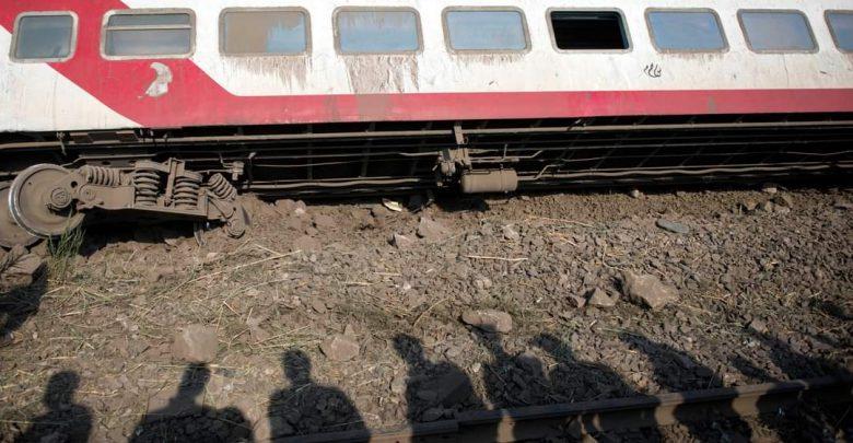 32 قتيلا في حادث تصادم قطارين في مصر 1