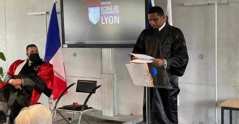 النجم الكاميروني إيتو يحصل على شهادة دكتوراه 1