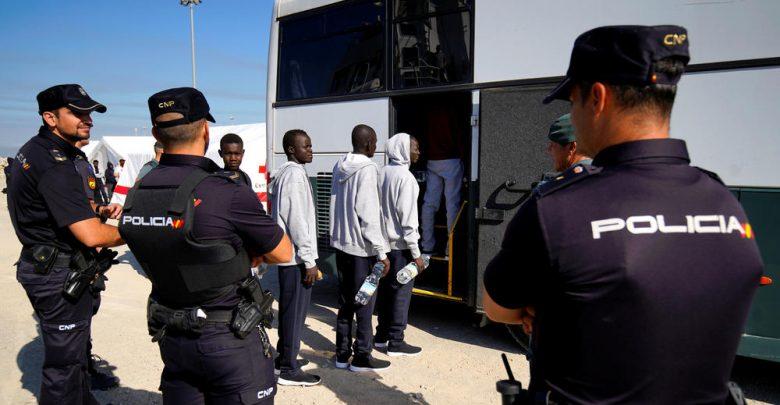 المغرب يشعر إسبانيا بتعليق العمل باتفاق ترحيل المهاجرين 1