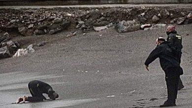 تسليم الشباب الذين هاجروا سباحة لسبتةإلى السلطات المغربية 4