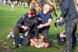 بلجيكا..صدامات بين الشرطة والآلاف من المحتجين ضد إجراءات الإغلاق 3