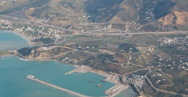 """بارونات """"الحشيش"""" يخترقون الميناء العسكري بالقصر الصغير ويتسببون في توقيف 5 دركيين 1"""