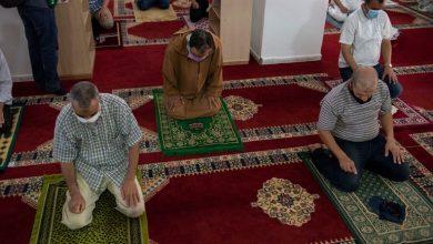 الأوقاف تسمح بإقامة صلاتي العشاء والصبح داخل المساجد 4