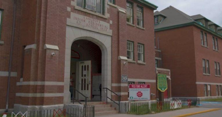 كندا..اكتشاف رفات 215 طفلا في مدرسة داخلية 1
