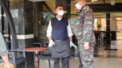 غضب من توقيف وتغريم عمال المقاهي والمطاعم بعد الـ11 ليلا 5