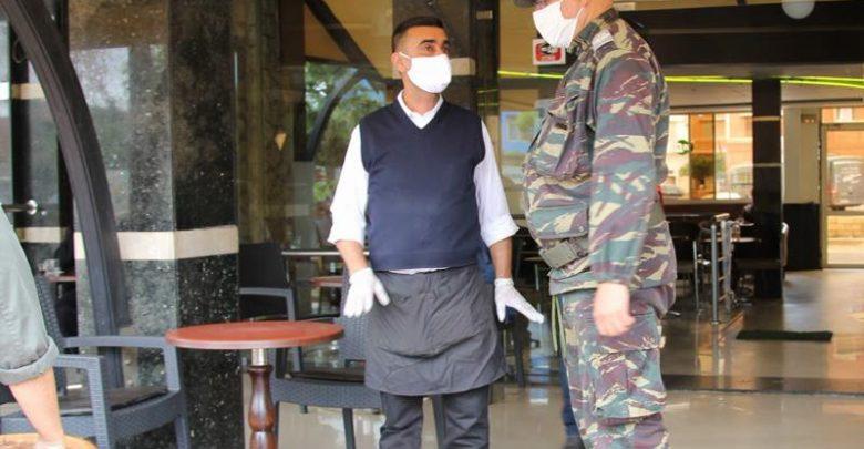 غضب من توقيف وتغريم عمال المقاهي والمطاعم بعد الـ11 ليلا 1