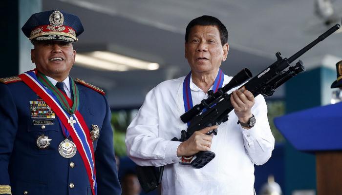 """رئيس الفلبين يهدد مواطنيه الرافضين للقاح كورونا بـ """"السجن"""" 1"""