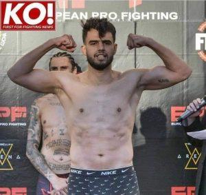 """فوز المقاتل المغربي """"سعد سعدون"""" في بطولة أوروبا للقتال الاحترافي k1 على الإسباني جوناتان فابيان 3"""