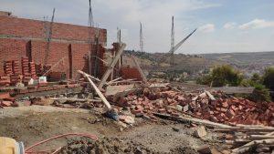 """السلطات تشن حملة واسعة على """"البناء العشوائي"""" بجماعة البحراويين وتهدم عدد من البنايات 2"""